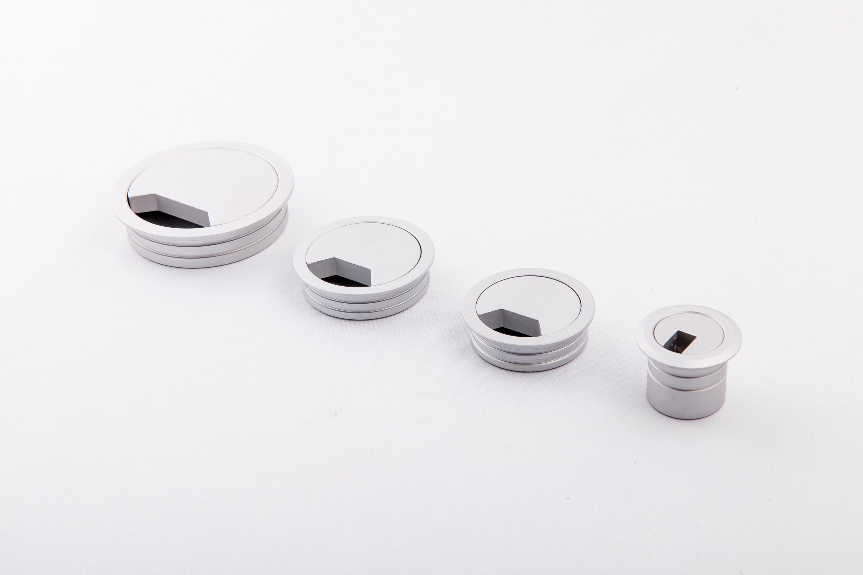 鋁色出線孔